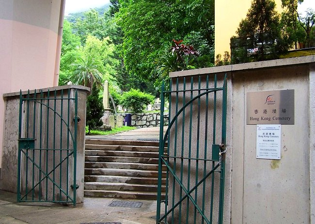 MI - Hong Kong Cemetery entrance